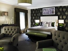 Looking for a good excuse to head over to the swank London neighborhood of Mayfair? Boutique property Flemings Mayfair has six suites & apartments that are all newly renovated! Hotel Bedroom Decor, Hotel Bedroom Design, Luxury Rooms, Luxury Hotels, Bedroom Design Inspiration, Luxury Penthouse, Luxury Services, Hospitality Design, Design Projects