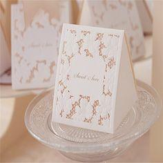 50pcs Beaytiful 2Types White Hollow Paper Candy Boxes Chocolate Boxes White Theme Wedding Favors Box Wedding Decoration