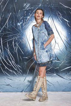 DANIELA DALLAVALLE - Lookbook Blu #PE17 #woman #danieladallavalle #elisacavaletti #boots #dress #necklace #bracelet