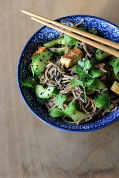 Gourmandises végétariennes: Otsu - Sobanudelsalat mit Gurke und Tofu
