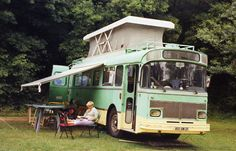 Bus aménagé - Camping-car. Plenty of space in this one.