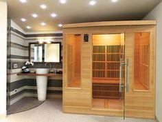 Les deux fenêtres et la porte donnent à ce sauna infrarouge l'allure d'une petite cabane. La banquette qui court sur les trois côtés est conviviale, et son habillage bois apportent de la chaleur à cette vaste salle de bains. Panneau 100% carbone, lumière extèrieure panneau de contrôle interne et externe, chromothérapie, équipement audio. Existe en 3 formats. Modèle Apollon de France-Sauna, distribué par Poolstar. Sauna Infrarouge, Saunas, Banquette, Divider, Audio, France, Furniture, Home Decor, Control Panel