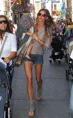 Legs!!!Gisele Bundchen and baby out shopping in Soho. Here's proof that the scarf is a really useful piece of accessory – Gisele Bundchen using it to keep her baby veiled from the prying paparazzi cameras; or maybe she was just trying to shade him from the sun. Either way, she was able to put that scarf to good use.
