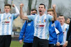 Karpaty Krosno wygrała z Wisłoką Dębica 5-1 w meczu 22. kolejki 3 ligi lubelsko-podkarpackiej. Hat-tricka ustrzelił Bartłomiej Buczek, a dwa gole zdobył Kamil Walaszczyk.