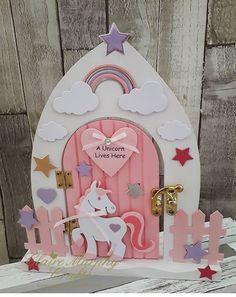 Diy Fairy Door, Fairy Garden Doors, Fairy Doors, Christmas Fairy, Christmas Wood, Unicorn Bedroom, Fairy Crafts, Frame Crafts, Wine Bottle Crafts