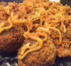 Zero Carb Vegan Cheese Mozzarella Spaghetti and Meatballs! 100% Organic Grass Fed Beef.  Gluten Free.  Dairy free.  All non GMO ingredients. Luke eats good during prep! #wifey #mealprep #italian #spaghetti #zerocarb #glutenfree #holistic #coach #ldfit #eatclean #fitness #gym #npc #ifbb #foodporn #igmeals #delicious #chef #lowcarb #igers #igdaily #fuel #fitfood by donnanpcfigure