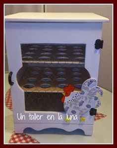 Huevera de madera Egg Holder, Altered Boxes, Wood And Metal, Arcade Games, Ideas Para, Toy Chest, Diy And Crafts, Shabby Chic, Cabinet