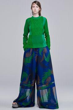 Sacai Resort 2016 Fashion Show Look 7 Fashion Week, Fashion Show, Womens Fashion, Fashion Design, Fashion 2015, Style Couture, Couture Fashion, Pantalon Large, Knitwear Fashion