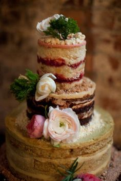 Naked cake with jam and frosting- my favorite wedding trend for cakes! Bolos Naked Cake, Brides Cake, Vintage Wedding Theme, Best Friend Wedding, Baking And Pastry, Piece Of Cakes, Love Cake, Cakes And More, Let Them Eat Cake