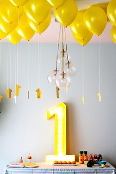 Coming up with a birthday party theme for a 1-year-old baby can be hard! At such a young age, little ones have very few favorite things, aside from maybe a truck or teddy bear. Sure, those things could work as jumping-off points for party decorations, but why not keep it simple and just go with the number one as your motif? That's what blogger Melanie Blodgett, founder of the (soon-to-be) party goods company Hip Hip, did for her son, Beck, and the result was pretty darn cute.