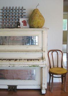 love an old reclaimed piano I do!