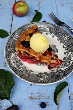 Apple, Peach and Blueberry Pie - Basta Cheio