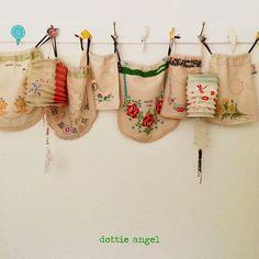 Pourquoi pas une ligne de rangements et de présentations de petites trouvailles textiles comme ces sacs?
