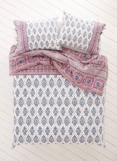 Plum and Bow Sofia Block Duvet Cover  http://www.urbanoutfitters.com/urban/catalog/productdetail.jsp?id=36090884&category=A_BED_D