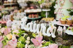A Laura comemorou seu primeiro aninho em uma linda festinha com tema jardim. A decoração, assinada por Parks Decorações, ficou grandiosa e chama a atenção