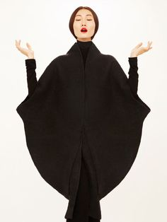 Sculptural Fashion - black cocoon coat with circular silhouette; elegant minimal fashion // Sybilla