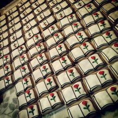 Sant Jordi cookies Cookies, Iphone, Box, Crack Crackers, Snare Drum, Biscuits, Cookie Recipes, Cookie, Biscuit