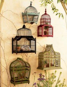 Vogelkooi buiten tuindecoratie