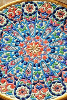 Cerámica toledana Terracota, Pottery Plates, Tile Art, Plates On Wall, Ceramic Art, Mason Jars, Clay, Quilts, Embroidery