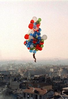 """Le Ballon rouge"" d'Albert Lamorisse 1956 - http://www.youtube.com/watch?v=DiGFcVf34PM"