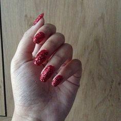 Red glitter nails Red Glitter, Glitter Nails, Beauty, Glittery Nails, Beauty Illustration