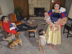 A brilliant project by photographer Dina Goldstein, a photo series called 'Fallen princesses', telling us there are no happy endings in real, modern life. Snow White raises kids in a boring life, Rapunzel has cancer while Ariel is exhibited in aquariums. Dina Goldstein, Serie Fallen, Walt Disney, Tableaux Vivants, Wtf Fun Facts, Photo Series, Princesas Disney, Happy Endings, Happily Ever After