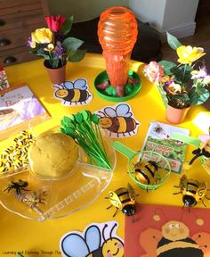 Bee Week Tuff Tray Bee Activities for Kids Bee Activities, Spring Activities, Kindergarten Activities, Infant Activities, Nursery Activities, Busy Bee Preschool, Preschool Crafts, Minibeasts Eyfs, Bees For Kids