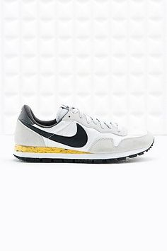 Air Pegasus 83 Trainers in White and Black - Nike