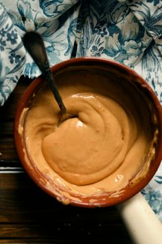 Tajski sos orzechowy Thai peanut sauce, for English scroll down Ten, kto lubi masło orzechowe będzie tym sosem zachwycony, a ten k... Asian Recipes, Healthy Recipes, Pesto Sauce, Chutney, Meal Prep, Peanut Butter, Food And Drink, Treats, Baking