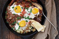 A delicious Weekend Breakfast Skillet that& cooked entirely in the oven. Includes sausage, bacon, eggs, tomatoes, potatoes and baked beans. Breakfast Skillet, Breakfast In Bed, Homemade Breakfast, Breakfast Recipes, Breakfast Ideas, Oven Baked Eggs, Bed Recipe, Skillet Bread, Main Course Dishes