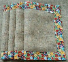 14 Ideas De Manteles Individuales Que Puedes Hacer Tu Misma En Casa.   Manualidades eli... Sewing Hacks, Sewing Crafts, Sewing Projects, Burlap Crafts, Diy And Crafts, Burlap Table Runners, Love Sewing, Mug Rugs, Fabric