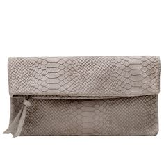 Käärmeennahkakuvioinen clutch Bags, Fashion, Handbags, Moda, Fashion Styles, Fashion Illustrations, Bag, Totes, Hand Bags