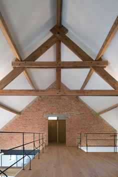 Renovation project by Reforma (Kontich, Belgium). Image via the magazine Home Sweet Home. Metal Pole Barns, Metal Barn Homes, Metal Building Homes, Pole Barn Homes, Building A House, Barn Homes Floor Plans, Pole Barn House Plans, Barndominium Floor Plans, Small Barn Home