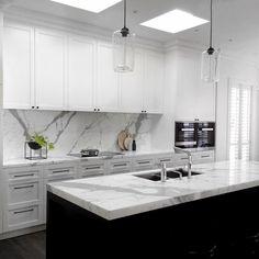 """On location with @biasoldesign. EVERYTHING IS ON POINT"" Kitchen Interior, Kitchen Decor, Kitchen Design, Kitchen Ideas, Hamptons Kitchen, The Hamptons, Black Marble, Double Vanity, Kitchen Remodel"