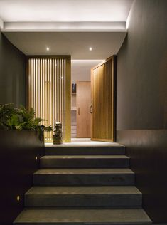 Barrancas House is a residence in Mexico City that was fully restored by EZEQUIELFARCA Architecture & Design into a stunning modern home. Wooden Door Design, Wooden Doors, Eco Construction, Architecture Design, 1970s House, Architect House, House Entrance, Entrance Ideas, Contemporary Interior
