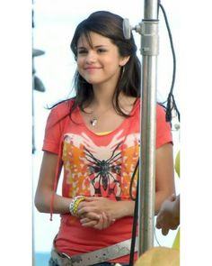 Selena Gomez as Alex Russo on the set of Wizards Of Waverly Place the movie in Estilo Selena Gomez, Selena Gomez Hair, Selena Gomez Style, Alex Russo, Same Old Love, Wizards Of Waverly Place, Marie Gomez, Lily Collins, Demi Lovato