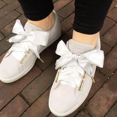 ♡Breakfast at Chloe's♡ Puma Sneakers, Bow Sneakers, Sneakers Fashion, Sneakers Style, Puma Suede Outfit, Estilo Fitness, Zapatos Shoes, Baskets, Sneaker Boots