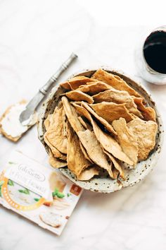 These easy homemade flatbread crackers are super adaptable and they are the perfect pair for cheese and wine. Real Food Recipes, Snack Recipes, Cooking Recipes, Yummy Food, Catering Recipes, Delicious Snacks, Appetizer Recipes, Food Styling, Homemade Crackers