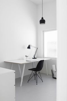 - Not only are more people working for themselves these days, many companies are discovering that having employees work from home is an efficient way to. Home Office Setup, Home Office Design, Home Interior Design, Office Ideas, Home Office Inspiration, Workspace Inspiration, Modern Room Decor, Stylish Home Decor, Minimalist Bed