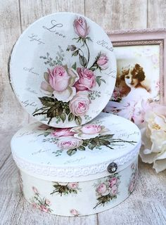 30 Chic Home Design Ideas - European interiors. The Best of shabby chic in Decoupage Furniture, Decoupage Box, Decoupage Vintage, Shabby Chic Crafts, Shabby Chic Style, Shabby Chic Decor, Pretty Box, Altered Boxes, Jewellery Boxes