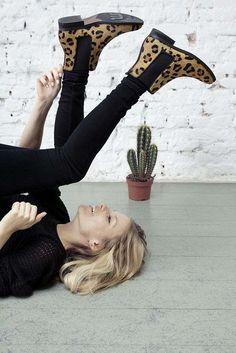 Welche Schuhe zu welchem Outfit passen I love these leopard print boots.I love these leopard print boots. Outfits Ugg Boots, Cute Outfits, Casual Outfits, Casual Jeans, Look Fashion, Fashion Beauty, Winter Fashion, Fashion Outfits, Fashion Weeks