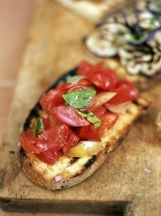 Gorgeous tomato bruschetta with fresh basil and quality olive oil. There are so many delicious bruschetta toppings to choose from, but this is hard to beat. Bruschetta Toppings, Tomato Bruschetta, Bruschetta Bread, Vegan Recipes Jamie Oliver, Vegan Recipes Easy, Bread Recipes, Romantic Meals, Romantic Recipes, Valentines Day Dinner