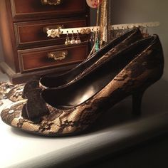Black & Champagne lace overlay pumps w velvet bow Fioni Pumps w Champagne satin base and black lace overlay. Velvet bow decoration on vamp. Size 7, run TTS. Worn once to s holiday party! Beautiful shoes in excellent condition! FIONI Clothing Shoes Heels