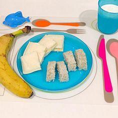 アンパンマンの蒸しパンのもと「さつまいもと黒ごま」&ランチパック「バナナオ•レクリーム」で簡単朝食!大好きなイルカさんと一緒にいただきまーす! - 8件のもぐもぐ - 1歳BOY★朝食 by yukimiii