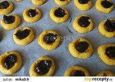 Mrkvové minikoláčky s povidly recept - TopRecepty.cz Cheesecake, Muffin, Breakfast, Desserts, Food, Morning Coffee, Muffins, Meal, Cheesecakes