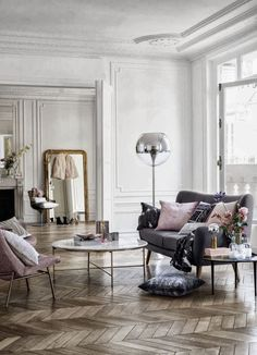 Coffee table envy...mmm, and that floor lamp.