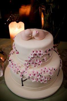 De lacinhos a flores: veja bolos de casamento com decoração romântica