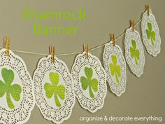 Loving this Shamrock Banner from Organize and Decorate everything! #Cricut