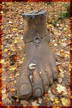 Random Sculpture in Westonbirt Arboretum.