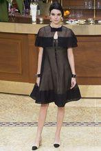 La petite robe noire revisité par CHANEL portée par Kendal Jenner à la FASHION WEEK DE PARIS pour la saison FALL-WINTER 2015